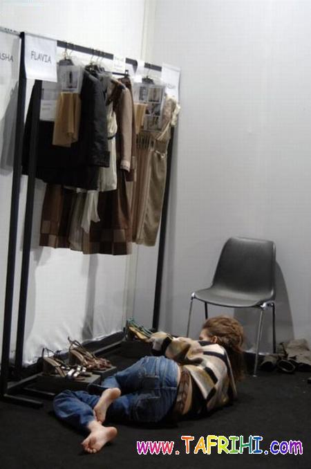 مدل ها در پشت صحنه چه کاری انجام می دهند؟