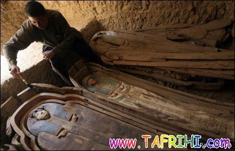 کشف تابوتهای رنگارنگ مومیایی در مصر (تصویری)